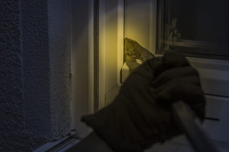 indbrud om natten med koben